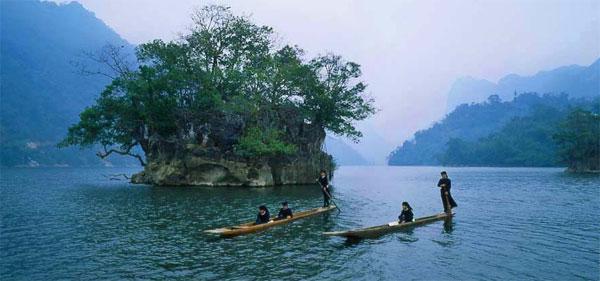 """Ba Goa Island (Widow Island) is like a vaguely sad feature in the """"Ba Be blue sea"""""""