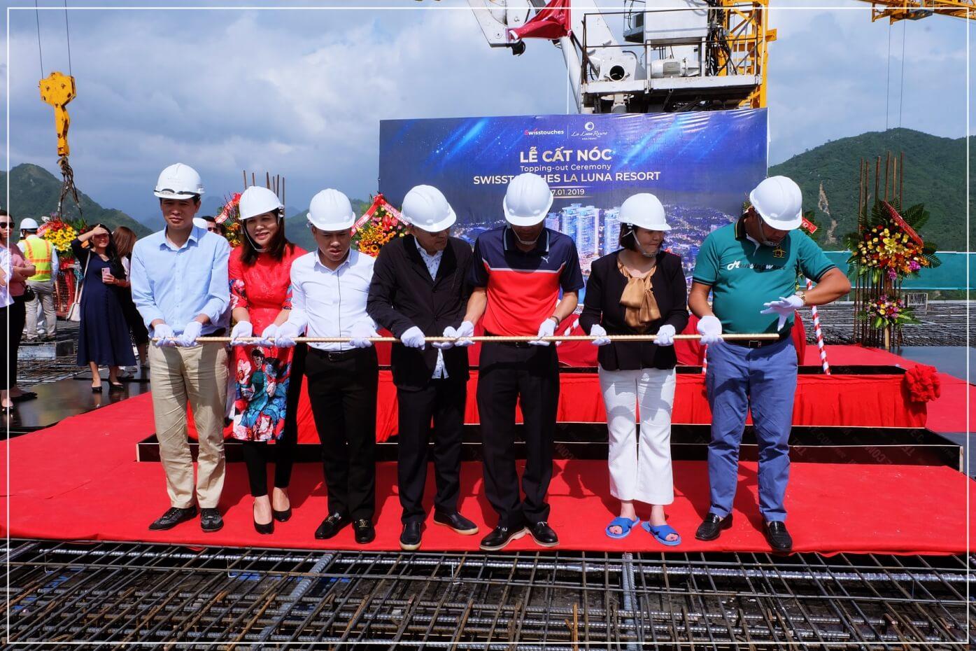 Chủ đầu tư đặt thanh sắt cất nóc dự án condotel La Luna