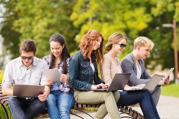 6 Alasan memilih blogger untuk membuat blog dibanding platform lain