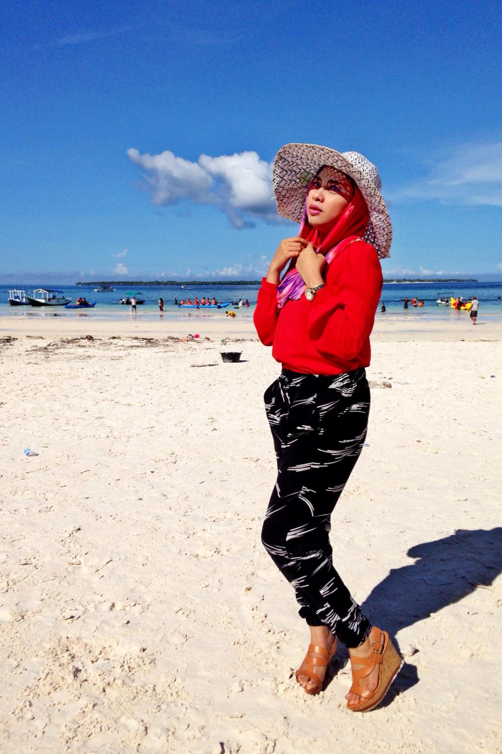 Ide Fashion Untuk Hijaber Yang Lagi Liburan Ceria Musim Panas Di Pantai Dzargon