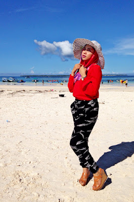 fashion hijab untuk wisata pantai harga sewa perahu