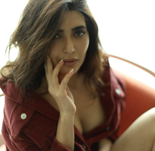tv-actress-karishma-tanna-hot-bikini-look-in-these-photos