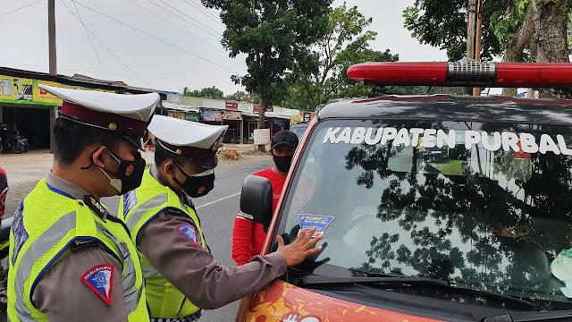 Satlantas Polres Purbalingga Memberi Tanda Khusus Stiker Kendaraan Masuk Kabupaten Purbalingga