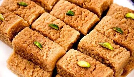 Milk Cake Recipe in Hindi - घर पर मिल्क केक बनाने की विधि