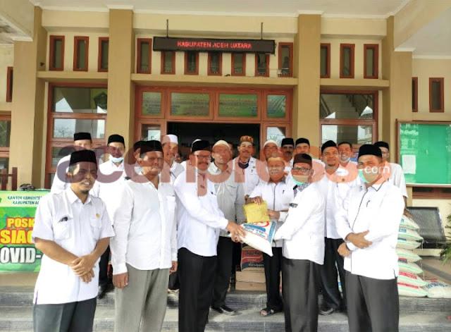 Kemenag Pidie Jaya Serahkan Bantuan Untuk korban banjir Aceh Utara