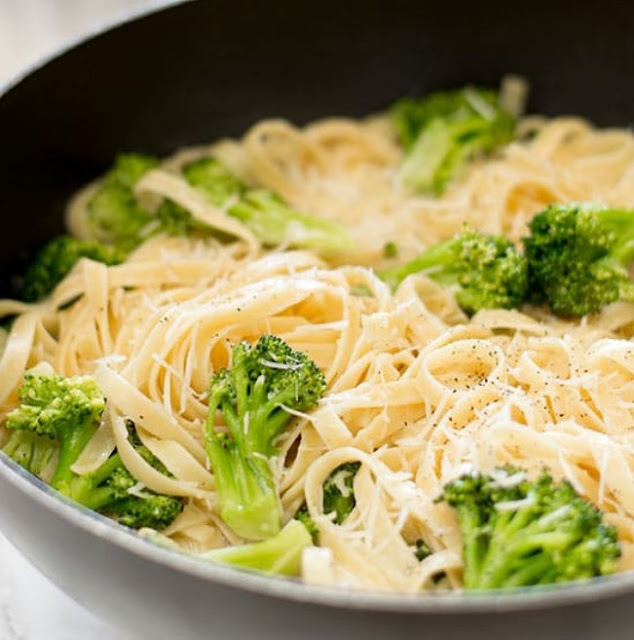 Easy Fettuccine Alfredo With Broccoli #pasta #vegetarian