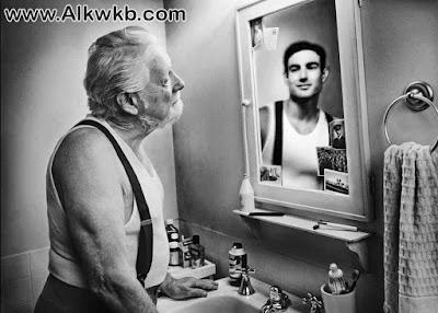 هل تعلم أن صورتك في المرآة هي صورة قديمة ؟