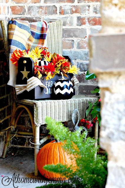 Fall-porch-pumpkin-decorating-flowers-jemma