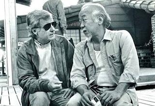 El director John G. Avildsen con Pat Morita durante el rodaje de Karate Kid