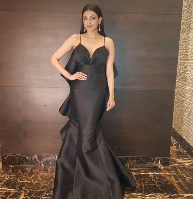 Kajal Aggarwal Hot Photos In Black Dress at Zee Golden Awards 2017