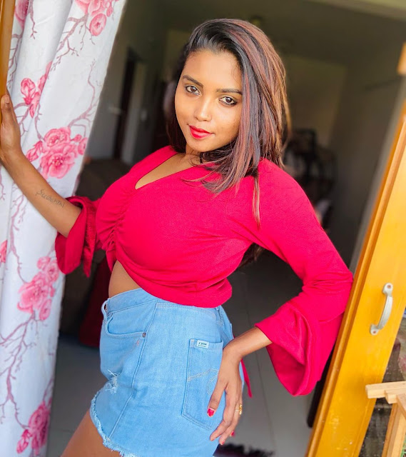 Actress Elakkiya Sexy Photos in Red Top Shows Off Her Sexy Cleavage Navel Queens