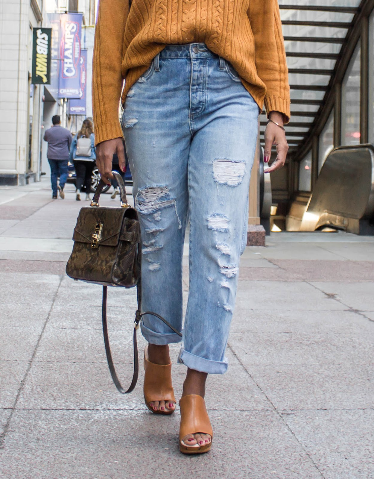 wedge-clogs-outfit