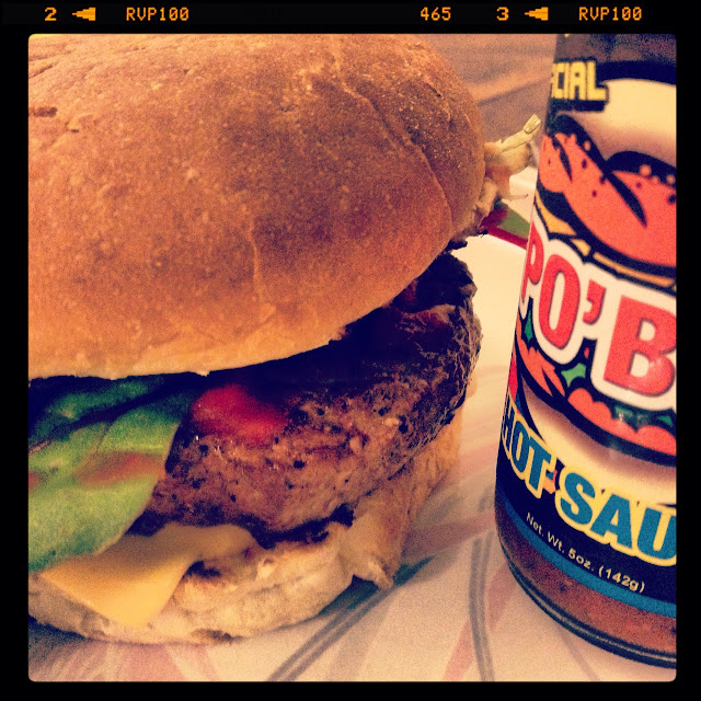 Sweet Kwisine, burger, boeuf, steak haché,tomate, ketchup