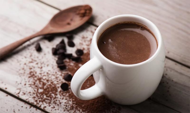 3 Receitinhas rápidas com chocolate para animar uma noite fria de sábado