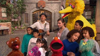 """Jason Mraz sings about being """"Outdoors"""" Elmo, Baby Bear, Abby Cadabby, Rosita, Big Bird and the children join his performance. Sesame Street Episode 4326 Great Vibrations season 43"""