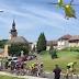 Vídeo de un helicóptero en medio de una carrera ciclista en República Checa