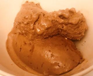 Helado De Chocolate En Heladera
