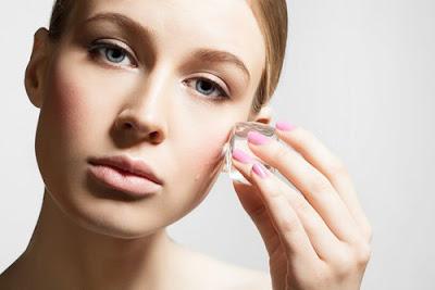 Traiter le blepharochalasis avec des remèdes naturels