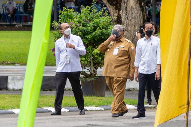 Jokowi Kunjungi Kendari Pastikan Pemerintah Daerah Tangani COVID-19 di Sulawesi Tenggara.lelemuku.com.jpg