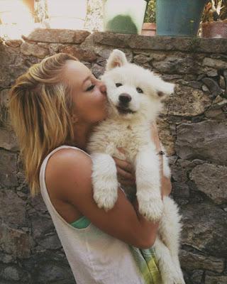 pose tumblr besando mascota