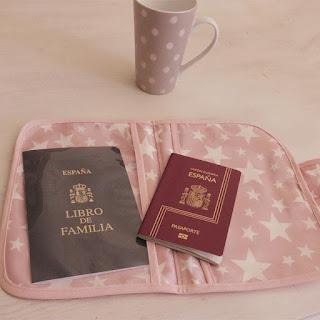 documentación bebé viaje corto con niños portadocumentos porta documentos bebés mimuselina blog