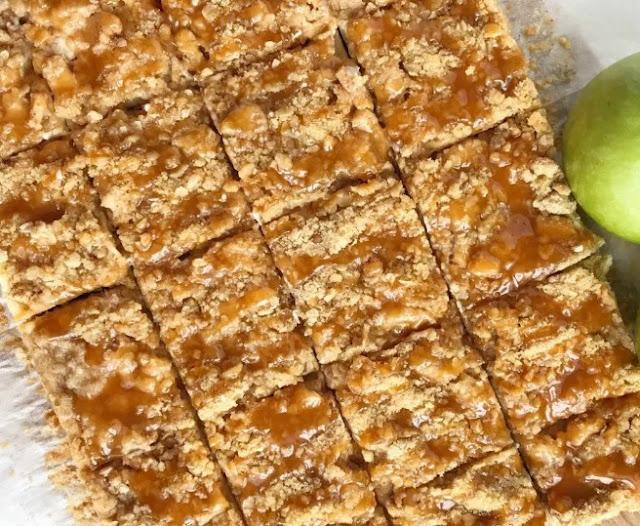 Caramel Apple Cheesecake Bars #desserts #cheesecake