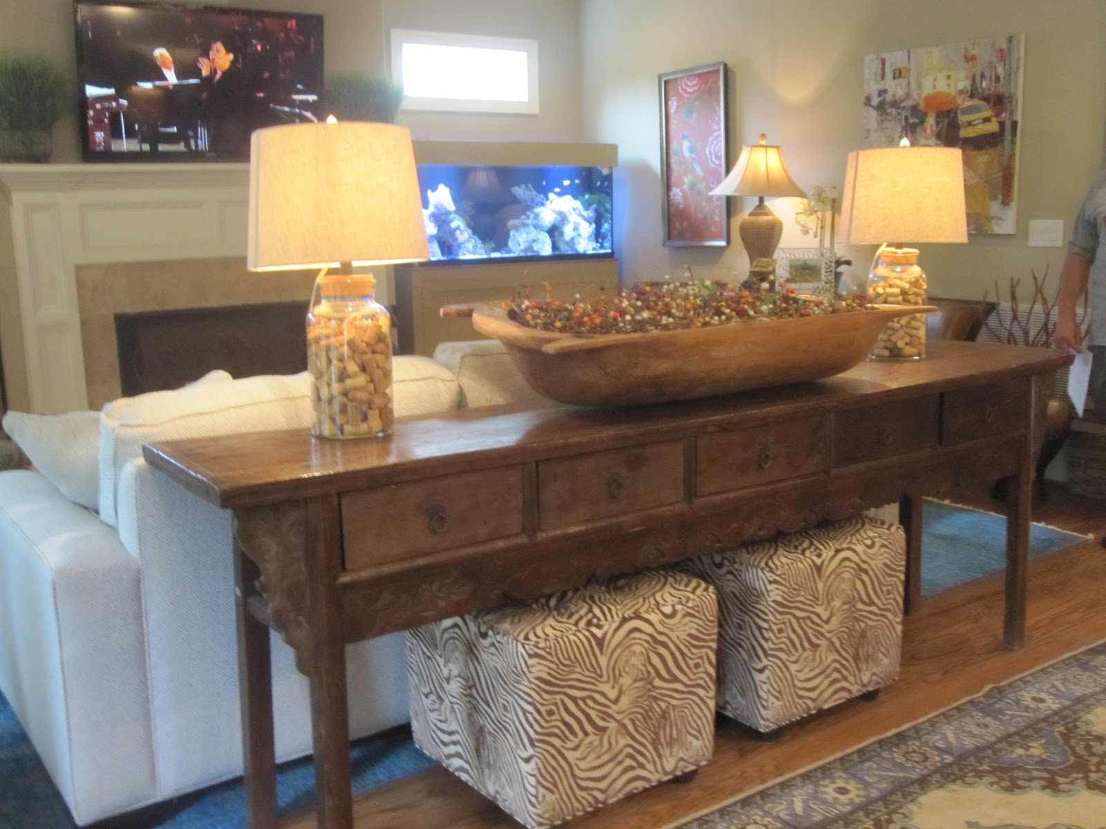 Awesome Console Table With Seating Underneath