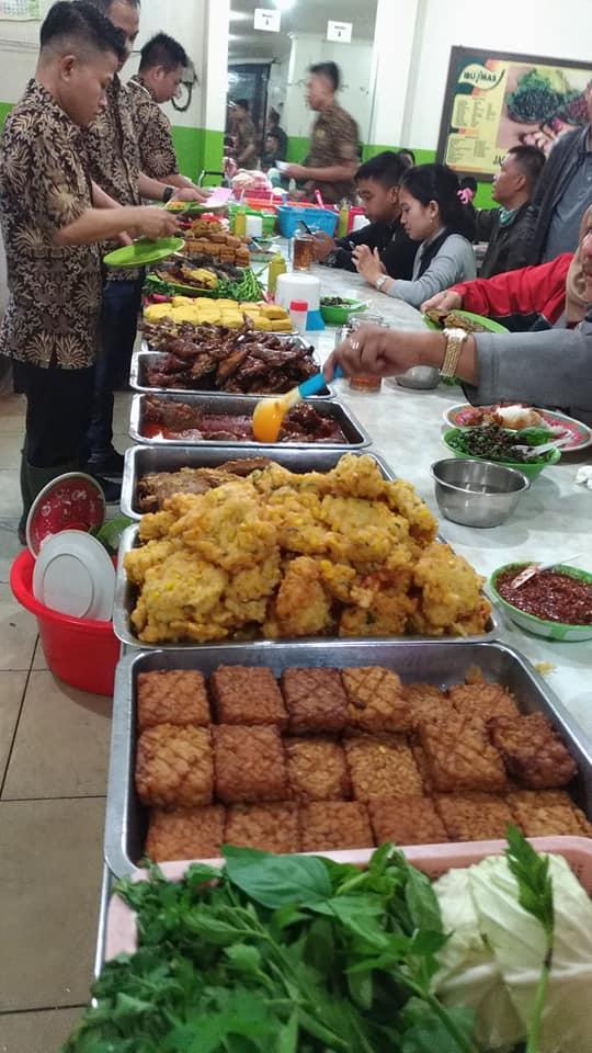 Pengen Makan Makanan Khas Sunda Di Bandung Mampir Saja Ke Warung