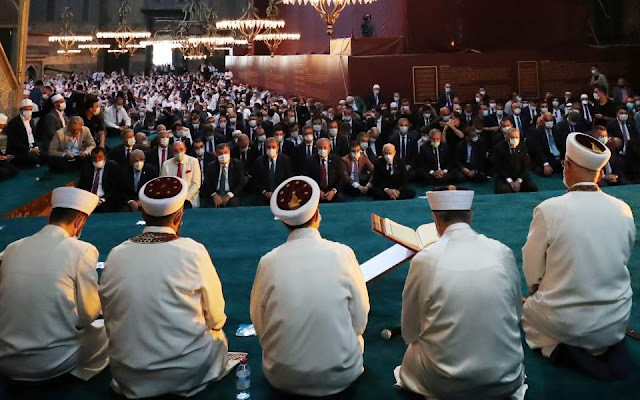 Cumhuriyet: Προσβολή στον Κεμάλ το «κήρυγμα» στην Αγία Σοφία