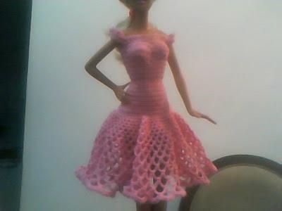 Barbie com vestido de crochê feito por Pecunia MM