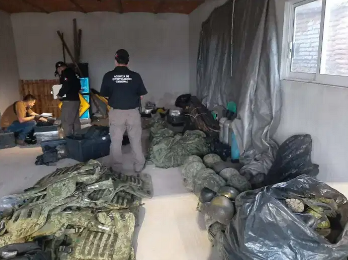 Fotos: Ejército y Fiscalia revientan dos casas de seguridad en Zapopan y San Sebastián del Oeste del CJNG, le tumbaron un importante Arsenal al Mencho