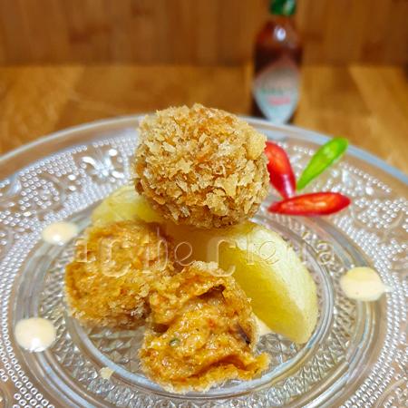 Croquetas con mejillones y salsa Tabasco Chipotle