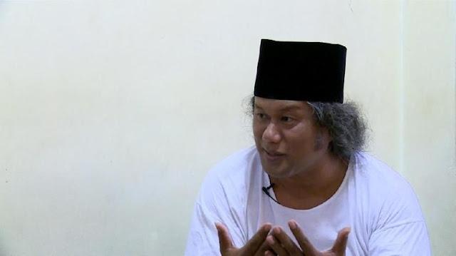 ceramah gus muwafiq dengan peci hitam