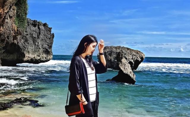 spot-foto-pantai-watu-kodok