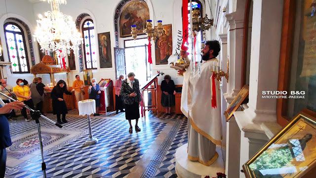 Θεία Λειτουργία στο εκκλησάκι του Αγ. Ιωάννου του Θεολόγου στο Ναύπλιο (βίντεο)