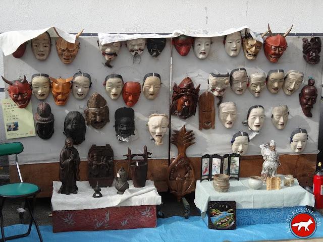 Masques de no au marché de Toji à Kyoto au Japon