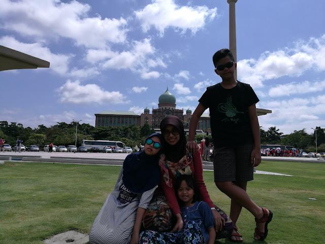 Masjid Putra di Putrajaya Malaysia