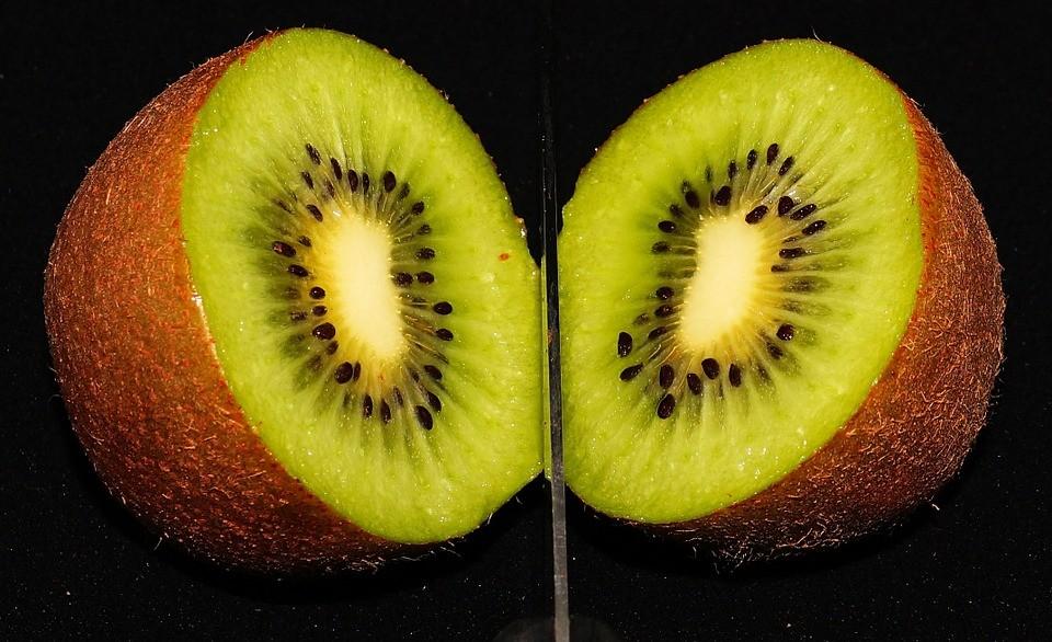 kiwi-collagen-skin-vitamin_C-face_care-beauty