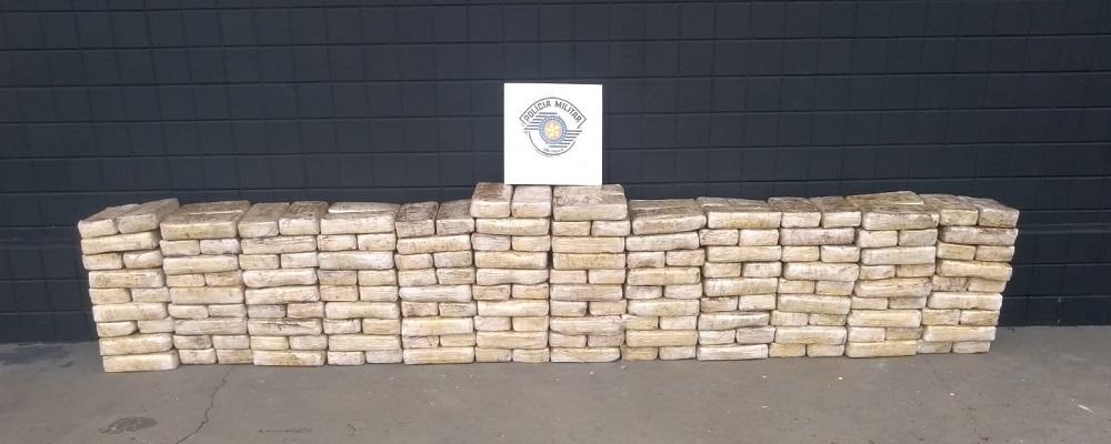 5º Batalhão Rodoviário apreende 220 tabletes de cocaína em Itatinga