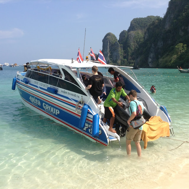 Getting on at Tonsai Bay #KohPhiPhi