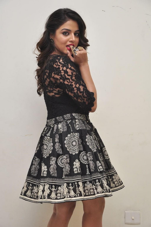 Kollywood Actress Wamiqa Gabbi Spicy Thigh Show In Mini Black Skirt