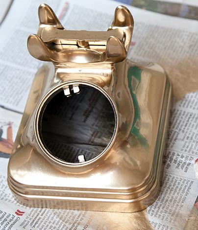 Eski Telefonları Bronz Renge Boyama Elişi çalışmaları
