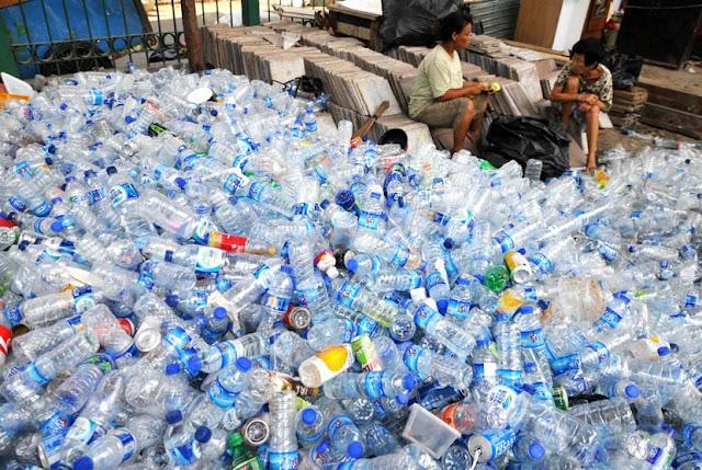 Memanfaatkan Kembali Botol Air Mineral yang Sudah Tidak Terpakai