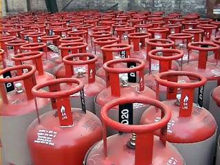 Big news for those who take free LPG connection. Change in subsidy rules ..!  ఉచిత LPG కనెక్షన్ తీసుకునే వారికి బిగ్ న్యూస్.సబ్సిడీ రూల్స్ లో మార్పు..!