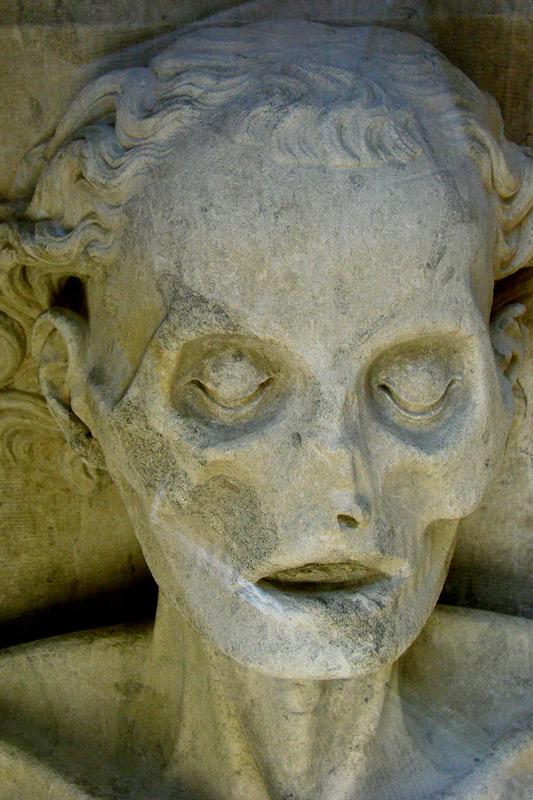 Detalle de la cabeza, casi calavera, de la transi de Harcigny