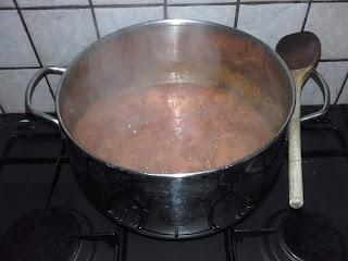 simmering tomato ketchup