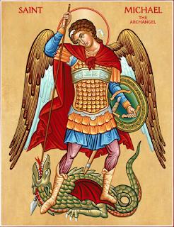 Ícone sagrado de São Miguel Arcanjo vencendo o demônio