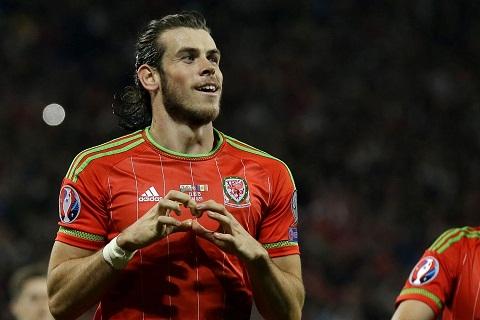 Gareth Bale của Wales đang thi đấu ở vị trí tiền vệ cánh.