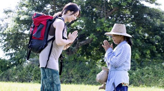 Người Thái Lan thường khá lịch sự và nói năng nhỏ nhẹ. Điều đặc biệt là bạn có thể thường nghe thấy giọng nói của những người nước ngài từ xa. Ăn nói nhẹ nhàng trong các cửa hàng và giữ bình tĩnh khi tranh cãi với người khác là một việc nên làm ở Thái Lan. Lên giọng hoặc la hét sẽ không giúp giải quyết được vấn đề mà còn khiến đối phương trở nên xấu hổ hoặc mất mặt.