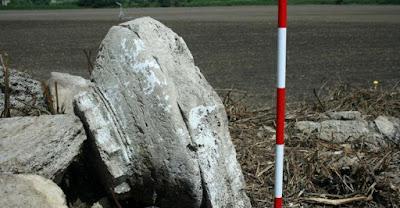 Αρχιτεκτονικά μέλη του νέου δωρικού μνημείου βρέθηκαν στην Ποσειδωνία